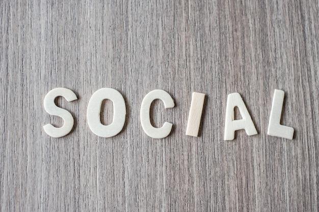 Palavra social de letras do alfabeto de madeira. conceito de negócio e idéia