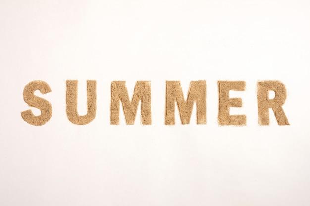 Palavra verão feito de areia