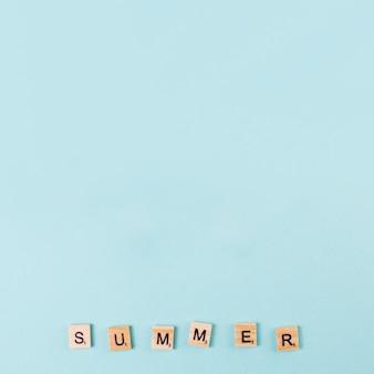 Palavra verão feito de cartas de jogo