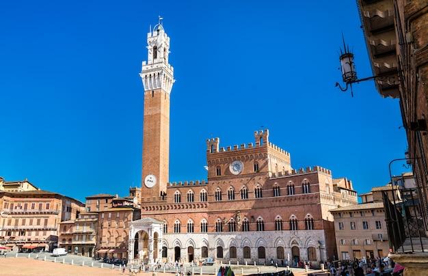 Palazzo pubblico e torre del mangia em siena - toscana, itália