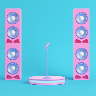 Palco de concerto com microfone e alto-falantes em fundo azul brilhante em tons pastel
