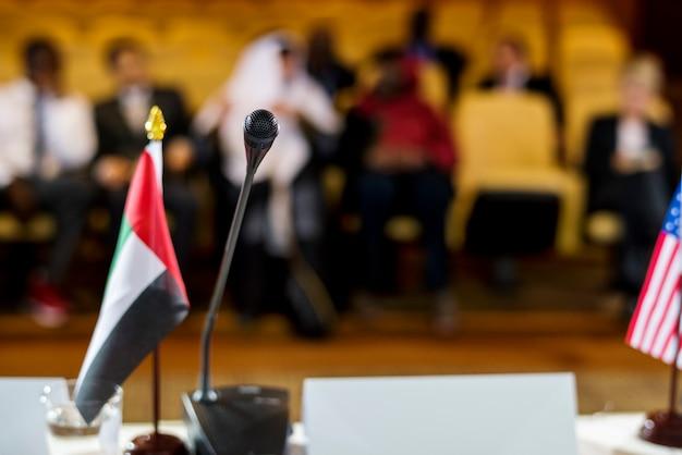 Palestrante apresentação parceria conferência internacional