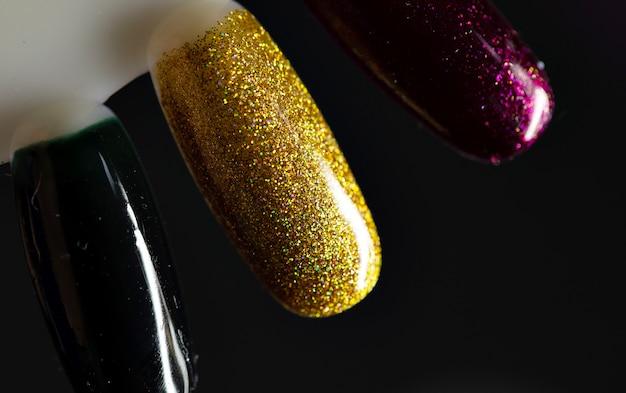 Paleta com amostras de esmaltes. coleta de amostras de verniz para manicure.