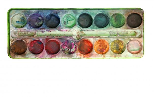 Paleta de aquarela colorida usada sobre branco