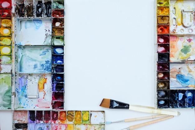 Paleta de aquarela e pincel