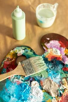 Paleta de bandeja de pintura de alto ângulo