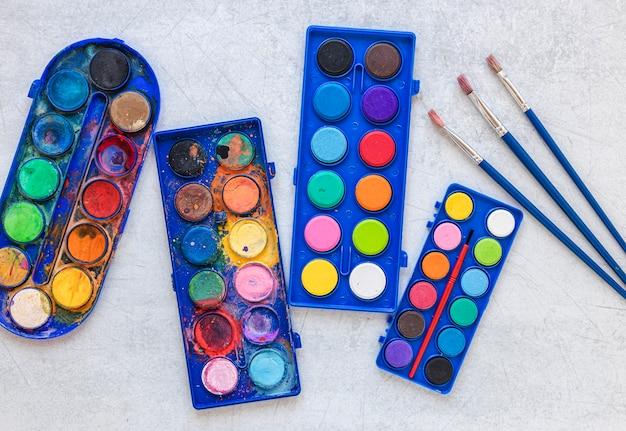 Paleta de cores na vista superior da caixa