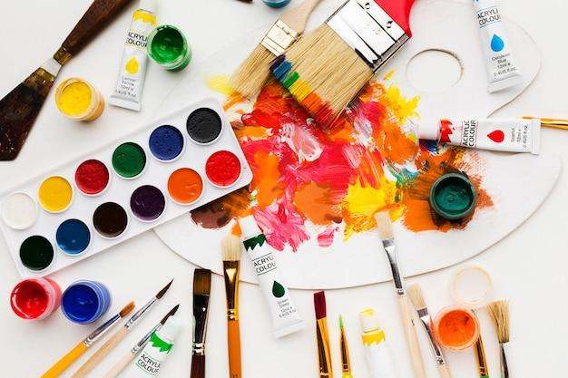 Paleta de cores sujas e tinta