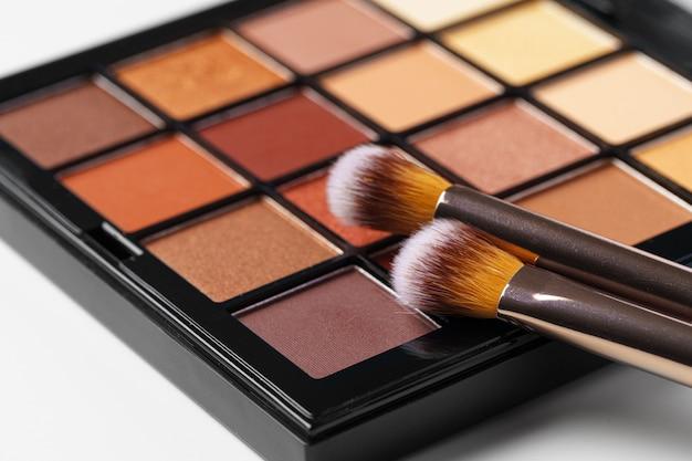 Paleta de maquiagem e pincéis