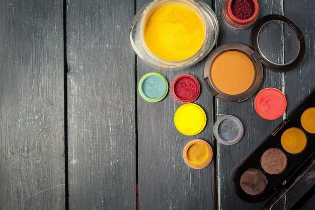 Paleta de sombras de maquiagem colorida