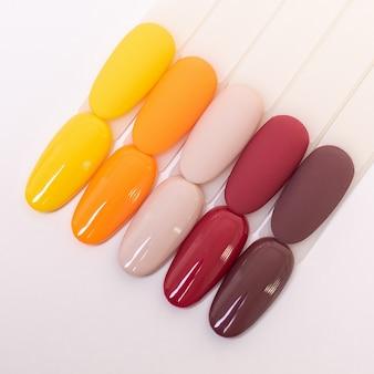 Paletas de cores para manicure e pedicure
