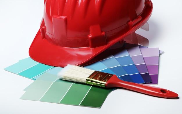 Palete de cores e capacete