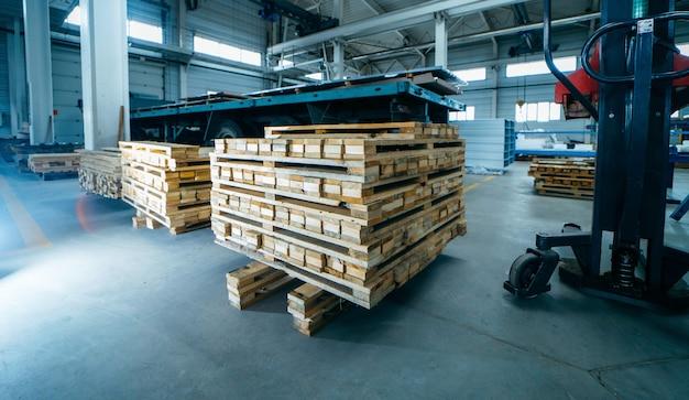 Paletes de madeira na fabricação de painéis sanduíche