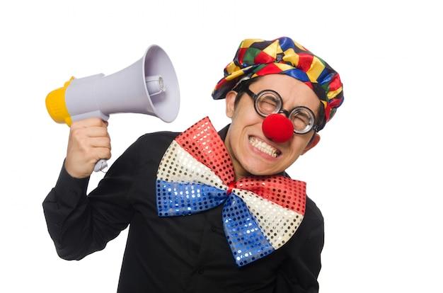 Palhaço com alto-falante isolado no branco