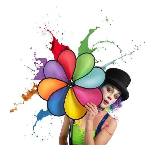 Palhaço com gotejamento colorido do arco-íris em hélice