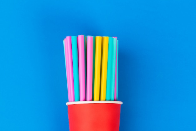 Palhas coloridas para bebida refrigerante na cor