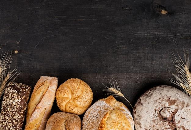 Palhas de pão e trigo com espaço de cópia