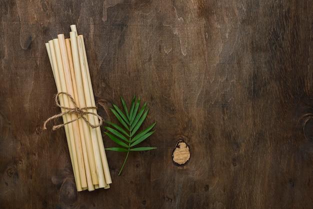 Palhas orgânicas de bambu amarrado