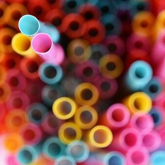 Palhas para beber. imagem abstrata macro com fundo multicolorido bonito.