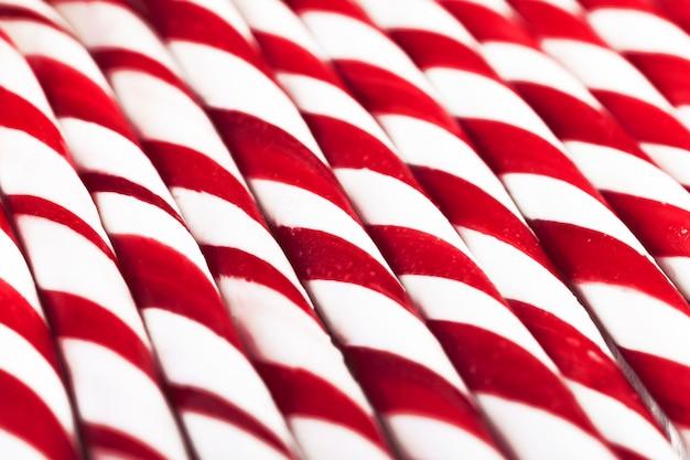 Palhas vermelhas e brancas listradas
