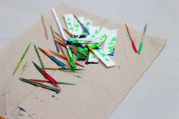Palitos de dente pintados por arte colorida
