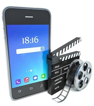 Palmas smartphone e cinema e bobina de filme sobre fundo branco