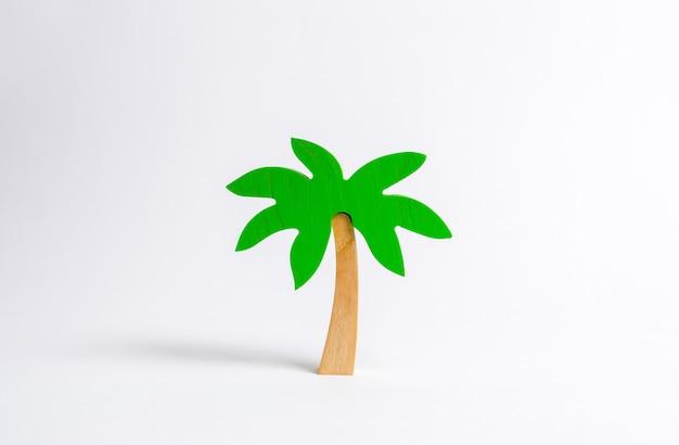 Palmeira de madeira em um fundo branco