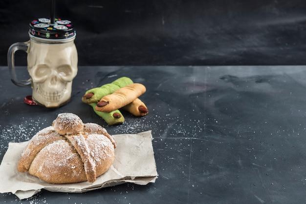 Pan de muerto fundo preto