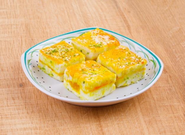 Paneer burfi é um alimento doce tradicional indiano