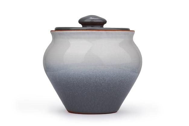 Panela de cerâmica brilhante cinza isolada em um fundo branco