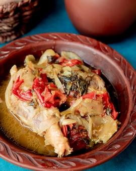 Panela de frango assado com pimentão