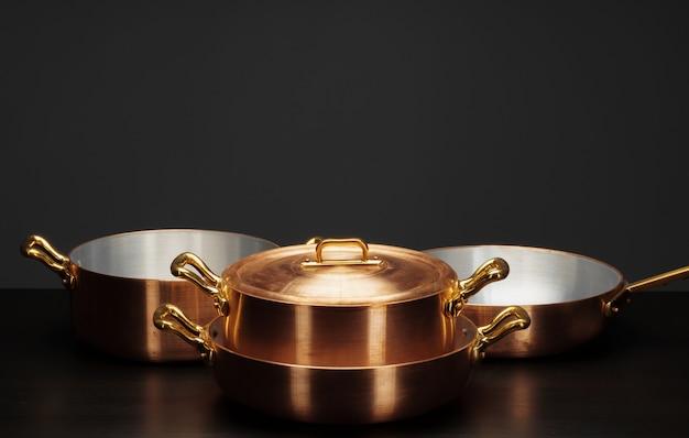Panelas de cobre vintage brilhante