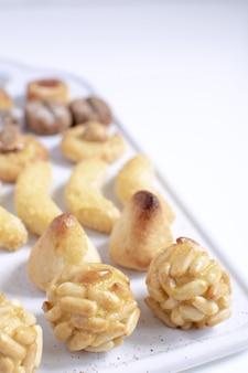 Panellets - sobremesa típica de maçapão catalão para o dia de todos os santos