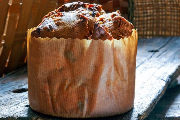 Panetone com frutas (bolo italiano de natal)