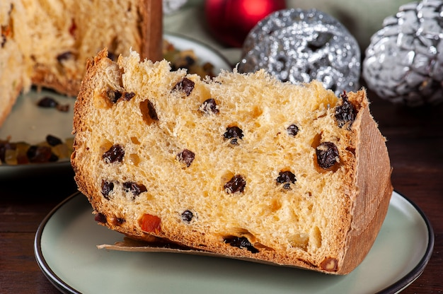 Panettone. bolo de frutas típico servido no natal.