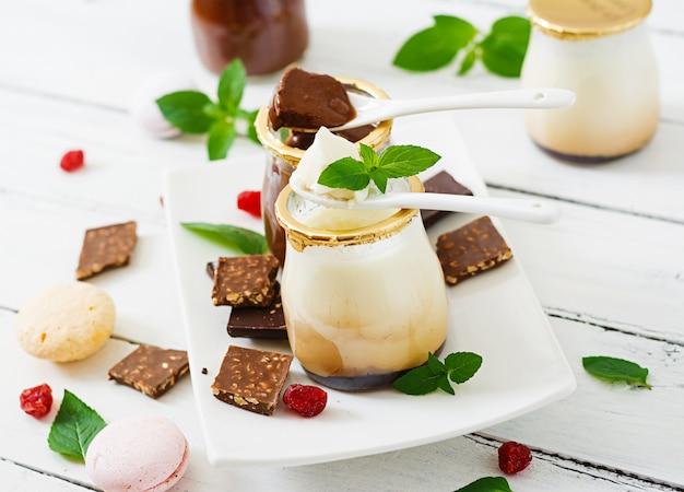Panna cotta de chocolate e baunilha (sobremesa)