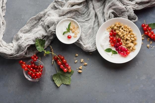 Pano de vista superior e conceito de comida saudável