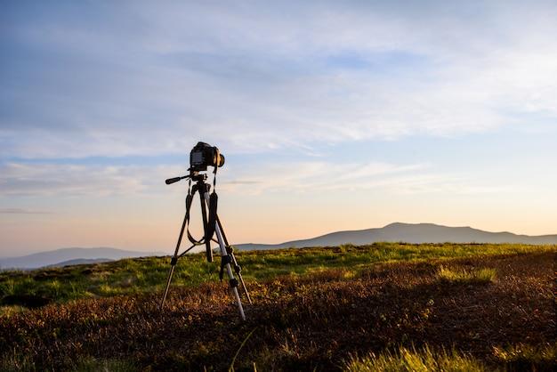 Panorama ao pôr do sol com uma câmera