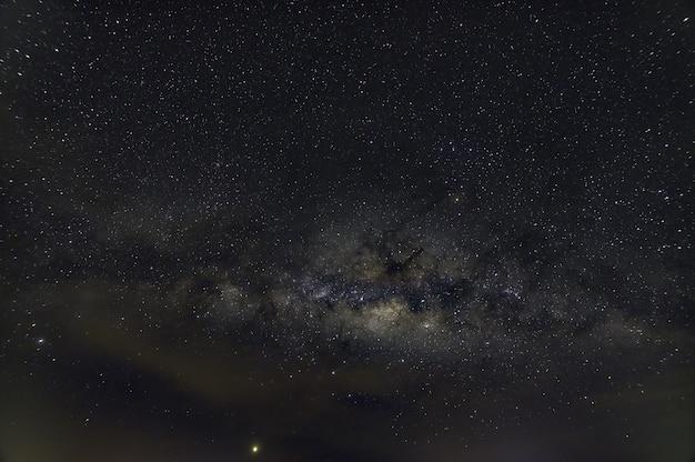 Panorama céu estrelas noite via láctea