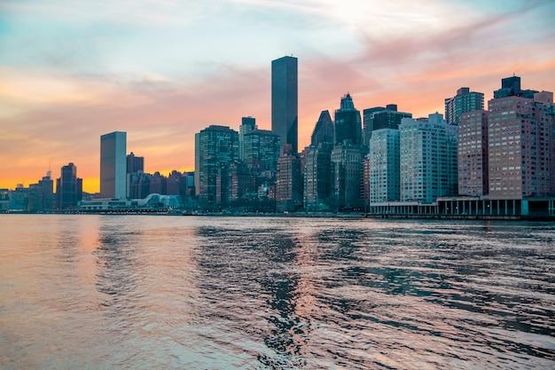 Panorama da cidade de nova york skyline de manhattan durante o pôr do sol conceito de cidade
