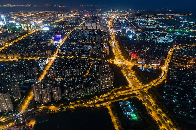 Panorama da cidade moderna vista noturna