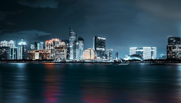 Panorama da cidade nova de hangzhou qianjiang, china