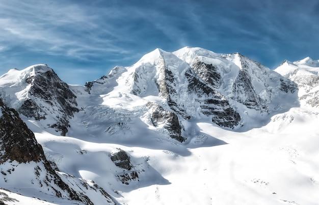 Panorama da montanha. alpes rhaetian piz palu
