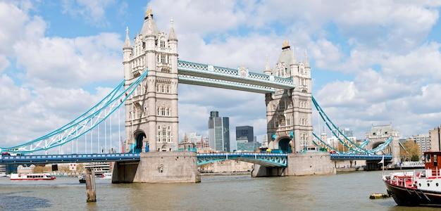 Panorama da ponte da torre
