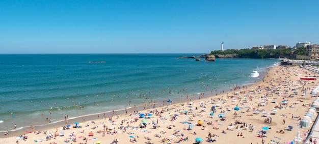 Panorama da praia da cidade de biarritz, frança