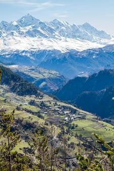 Panorama das montanhas da geórgia e neve
