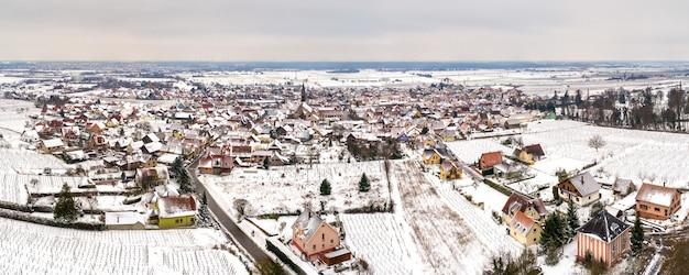 Panorama de kintzheim, uma vila em bas-rhin - alsácia, frança