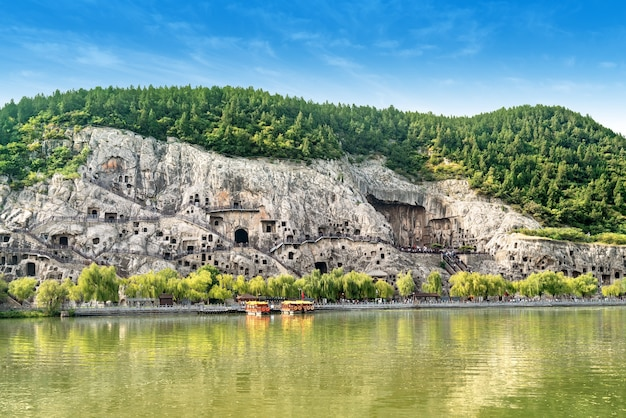Panorama de longmen grottoes, luoyang, henan, china.