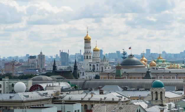 Panorama de moscou com vista para o kremlin e a igreja