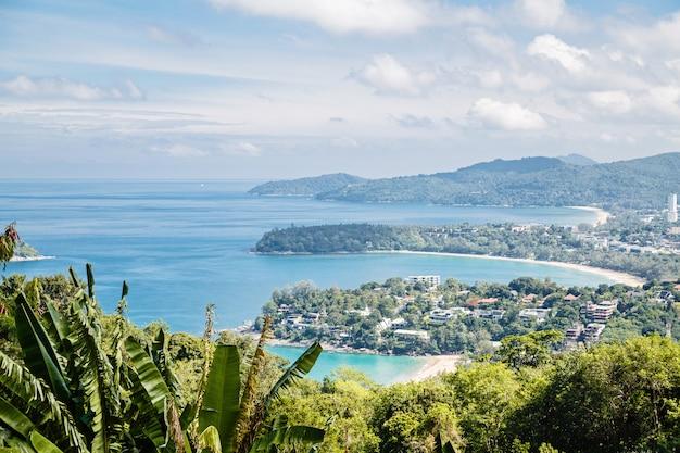 Panorama de paisagem de praia tropical.